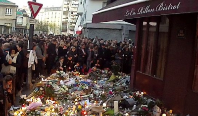 Group of people in front of café le carillon after the Paris attacks
