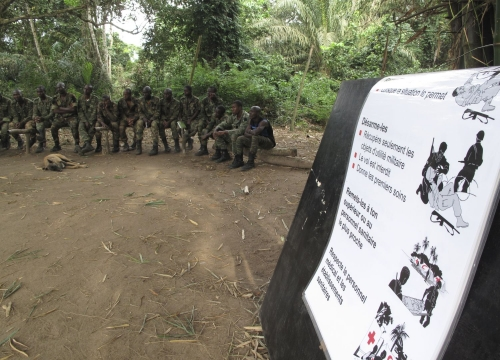 Côte d'Ivoire,  Abidjan, military instruction center in Akandjé. An ICRC dissemination session on international humanitarian law for the 1st bataillon of commando paratroopers.